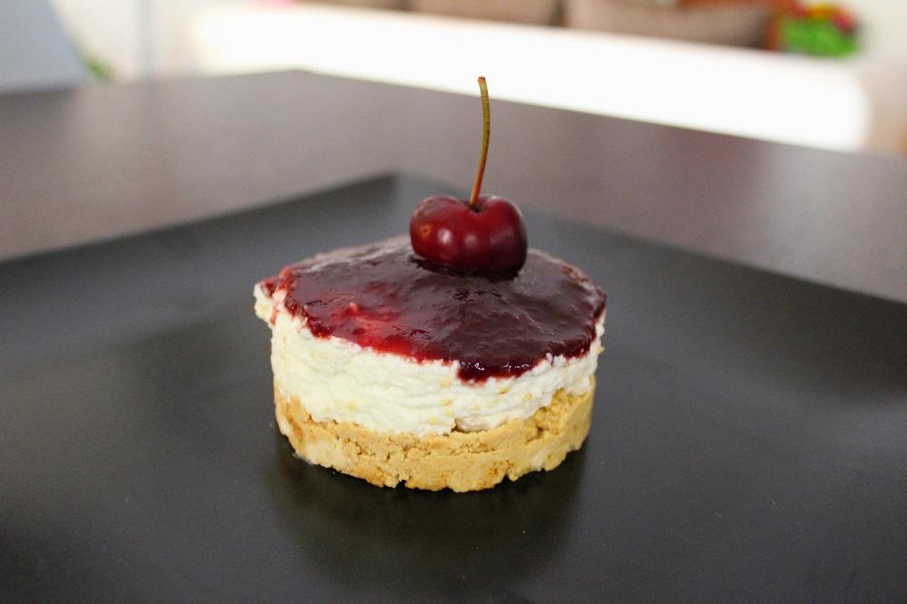 mini cheesecake con composta di ciliegie e amarone