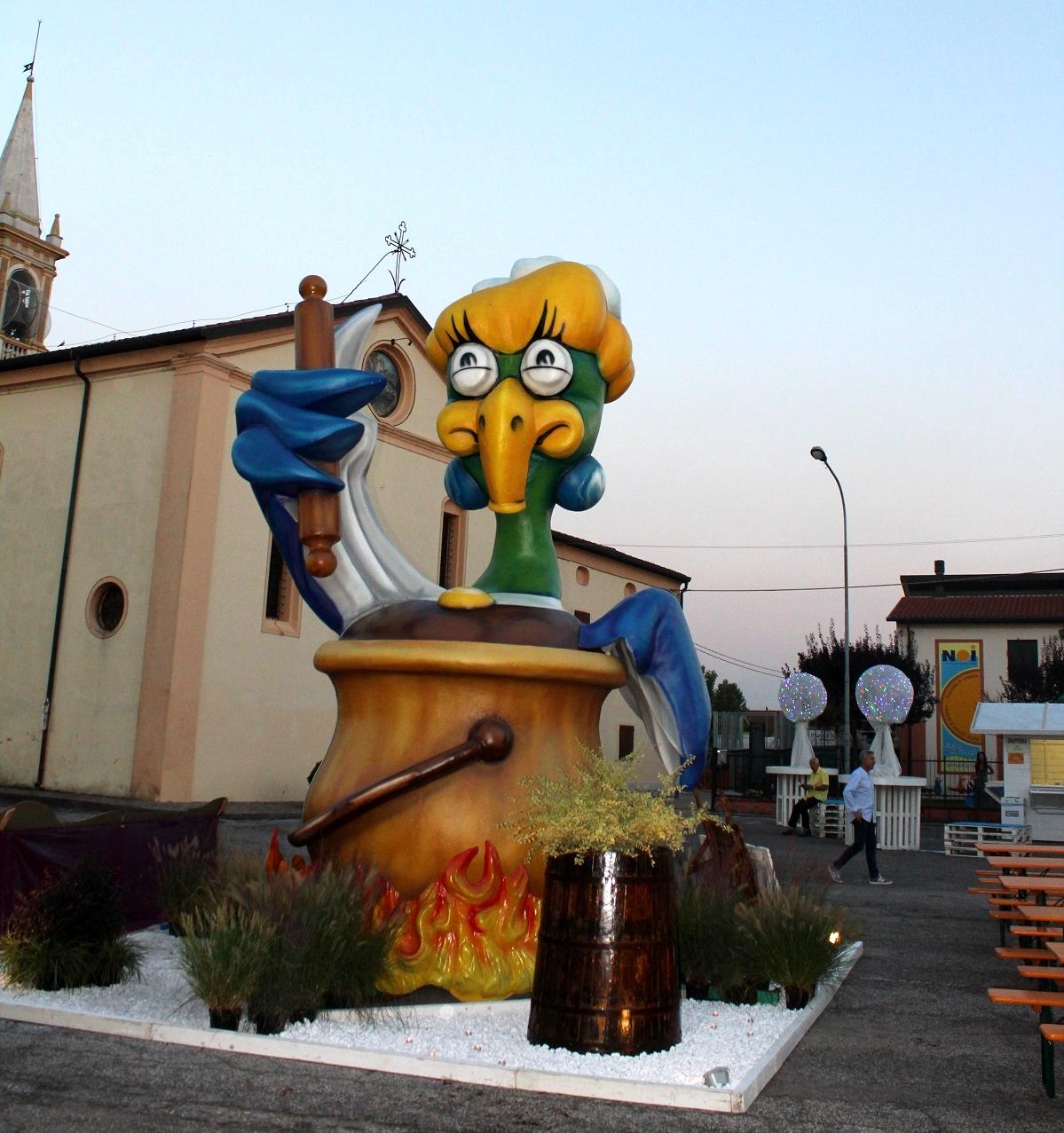 la mascotte della Sagra de l'Anara Pitanara a Tarmassia