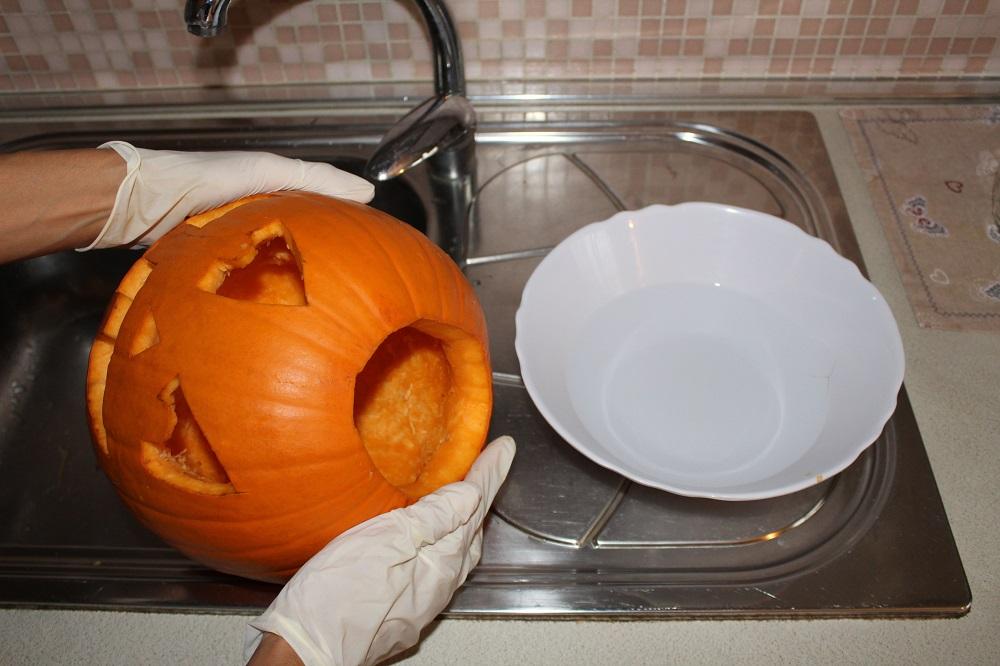 Lavare l'interno della zucca con candeggina aiuta a conservarla meglio