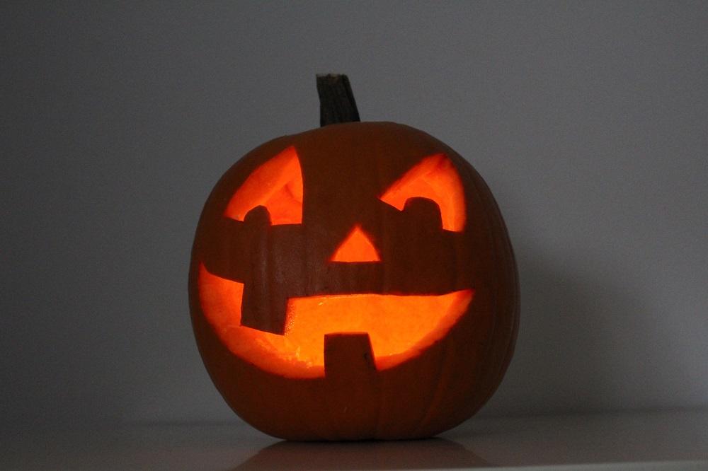 Zucca intagliata da Silla e Pepe per la festa di Halloween