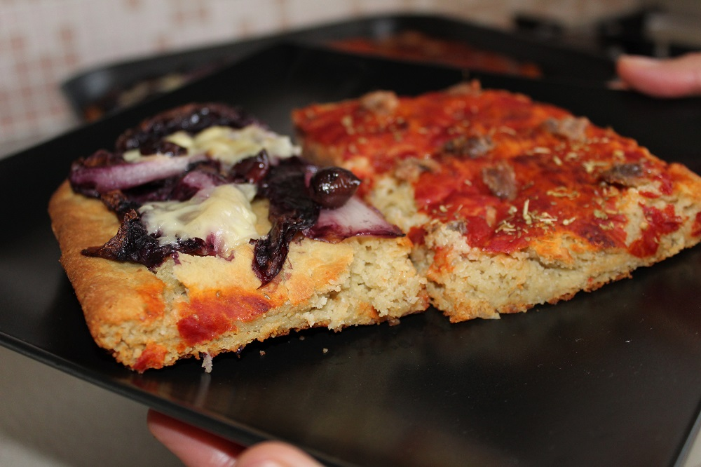 pizza di quinoa fatta in casa come in pizzeria