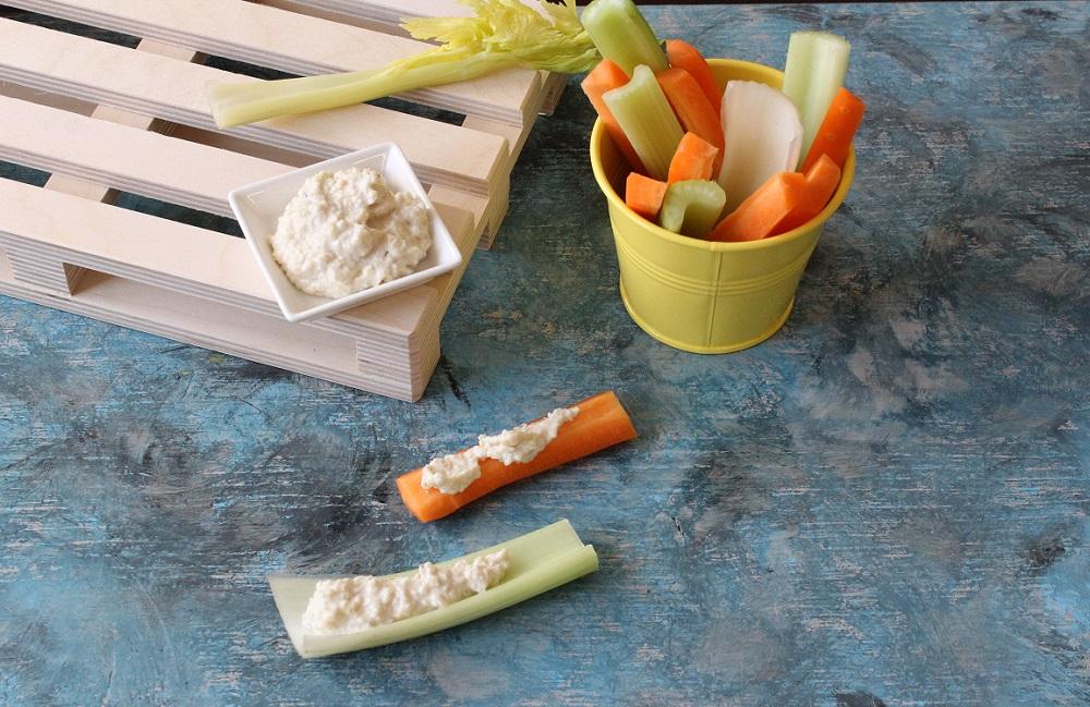 formaggio di anacardi con pinzimonio