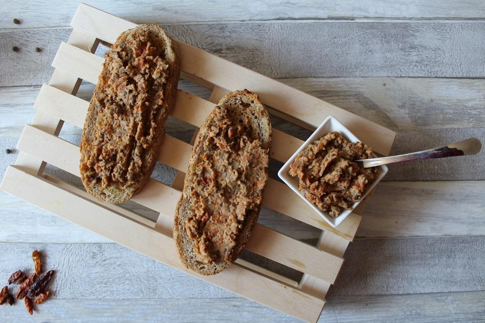 roveja storia e ricette del legume dimenticato bruschette con hummus di roveja