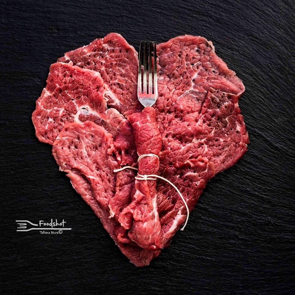 cuore realizzato con una bistecca Tatiana Mura odi et amo