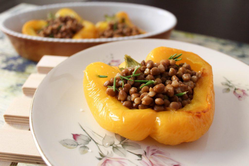 ricetta vegetariana pepeproni ripieni con lenticchie