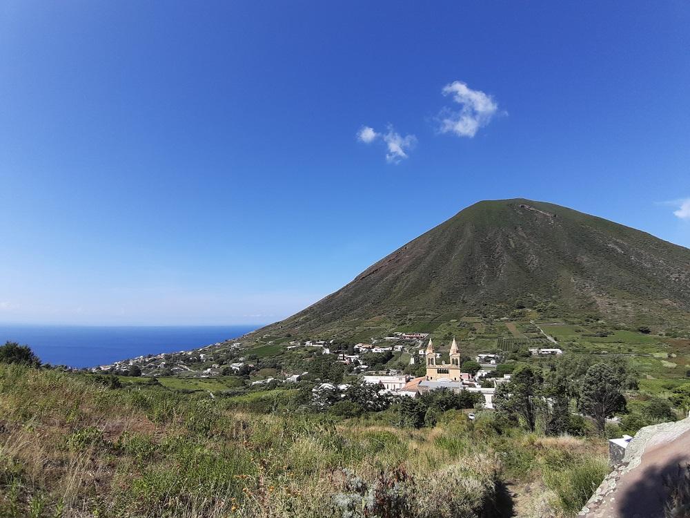 Salina isola dove si produce il Malvasia, abbinamento per i sesamini