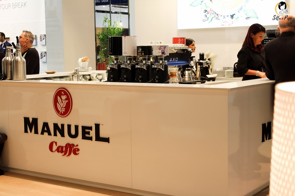 Manuel caffè stand in fiera HostMi