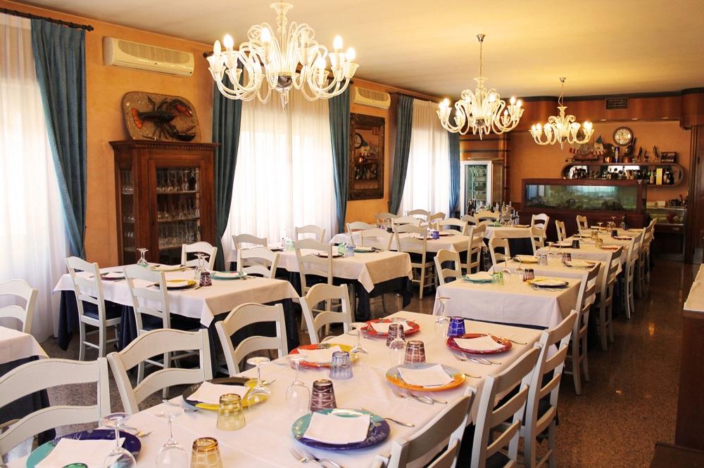 Interno locale Da Ruggero alla Fiera uno dei ristoranti di pesce di Verona