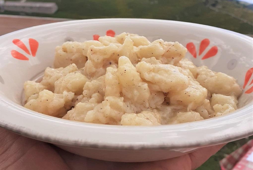 piatto di gnocchi sbatui, malghe e rifugi veronesi