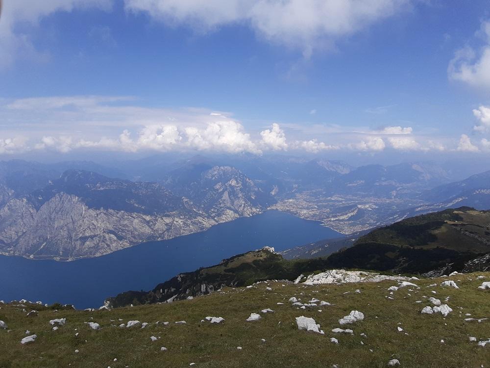 lago di Garda visto da uno dei rifugi del Monte Baldo